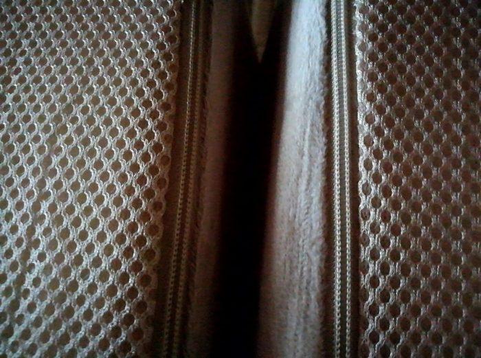 モダンデコの高反発の三つ折マットレスの隙間