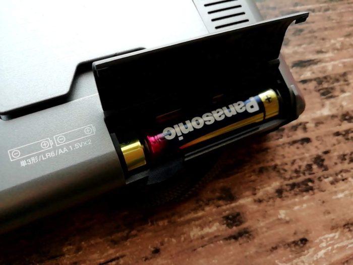 オーム電機 OHM RAD-H310N [AudioComm たんぱラジオ 株・競馬]に電池を入れたところ
