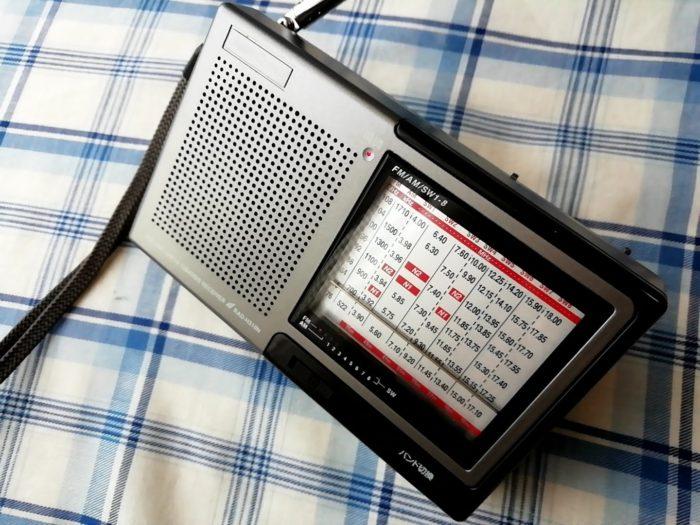 オーム電機 OHM RAD-H310N [AudioComm たんぱラジオ 株・競馬]を立てたところ