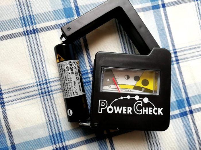 100均ワッツの乾電池残量パワーチェックで使い古しの電池を測定