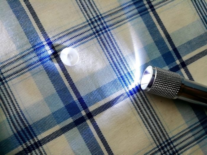 100均ダイソーのホイッスル付きライトD11を点灯