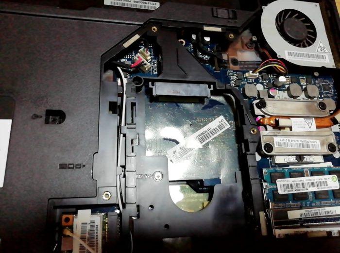 パソコンのSSDを取り出す
