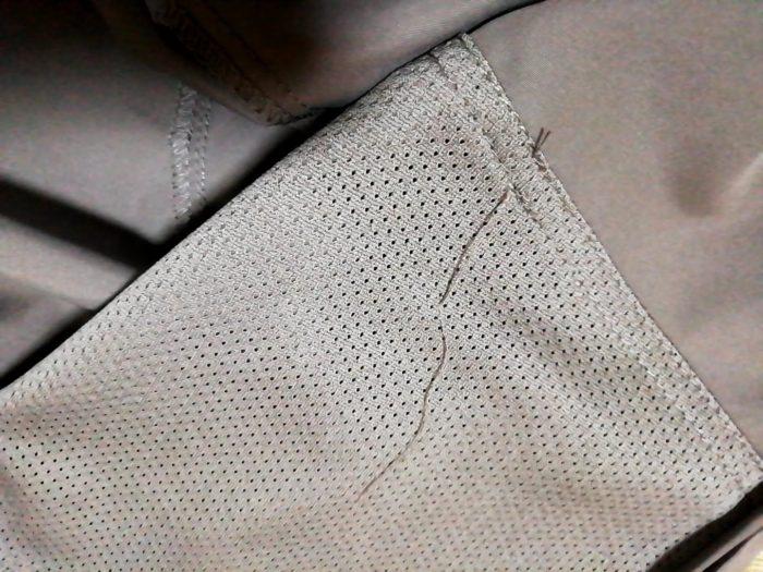ワークマンの高撥水シェルジャケット ブラウン Sサイズ の糸処理