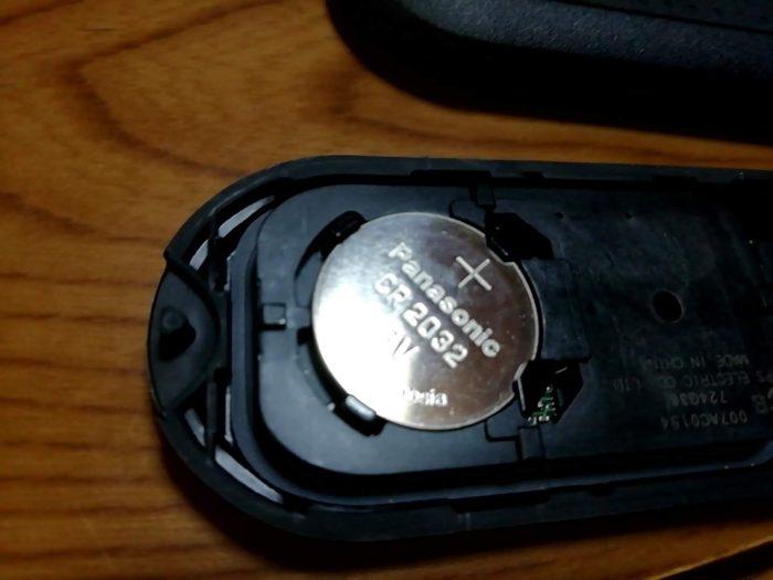 ダイハツのムーヴの車のキーの電池にはPanasonicのCR2032が入っている