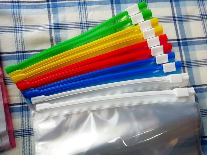 100均ワッツのスライダー付収納バッグA6 サイズ10枚入の色