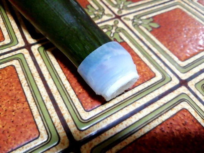 100均ダイソーのシリコーン製イス脚キャップを台所のイスの脚につけてみる