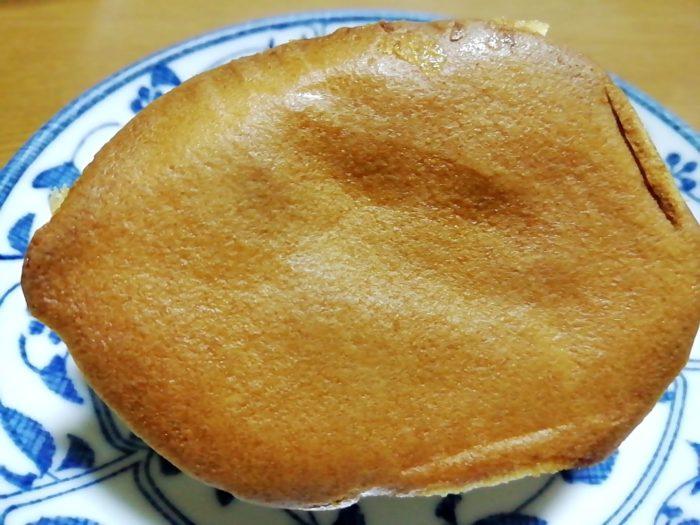 タカキベーカリーのレモンカステラの底の美味そうな焼き色