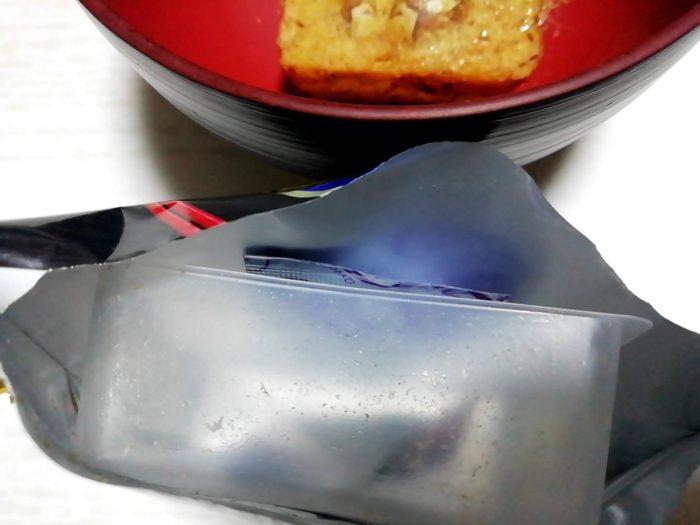 アマノフーズのおみそ汁の贅沢あさりはパッケージに脱酸素剤がついている親切設計
