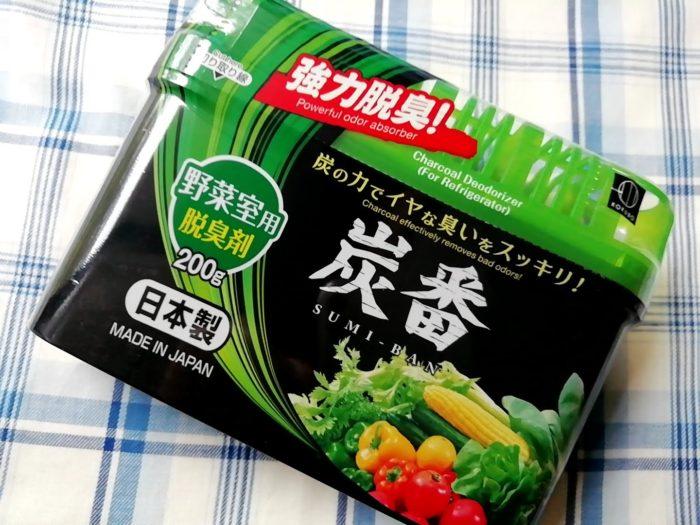 100均ダイソーの炭の脱臭剤 炭番 野菜室用