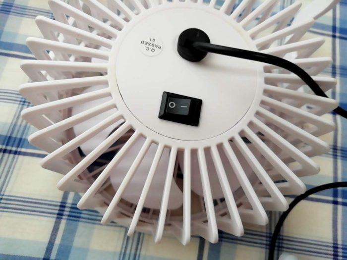 100均ダイソーの330円のUSB扇風機 2021年購入バージョンのスイッチ部分